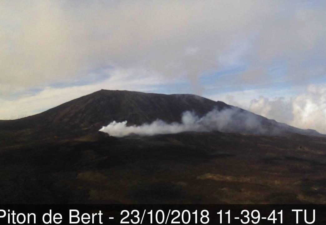 Le flux de lave faible mais toujours présent © webcam de l'OVPF