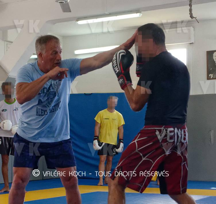 Alain Vastine boxe à l'antenne GIGN © Valérie Koch - Tous droits réservés