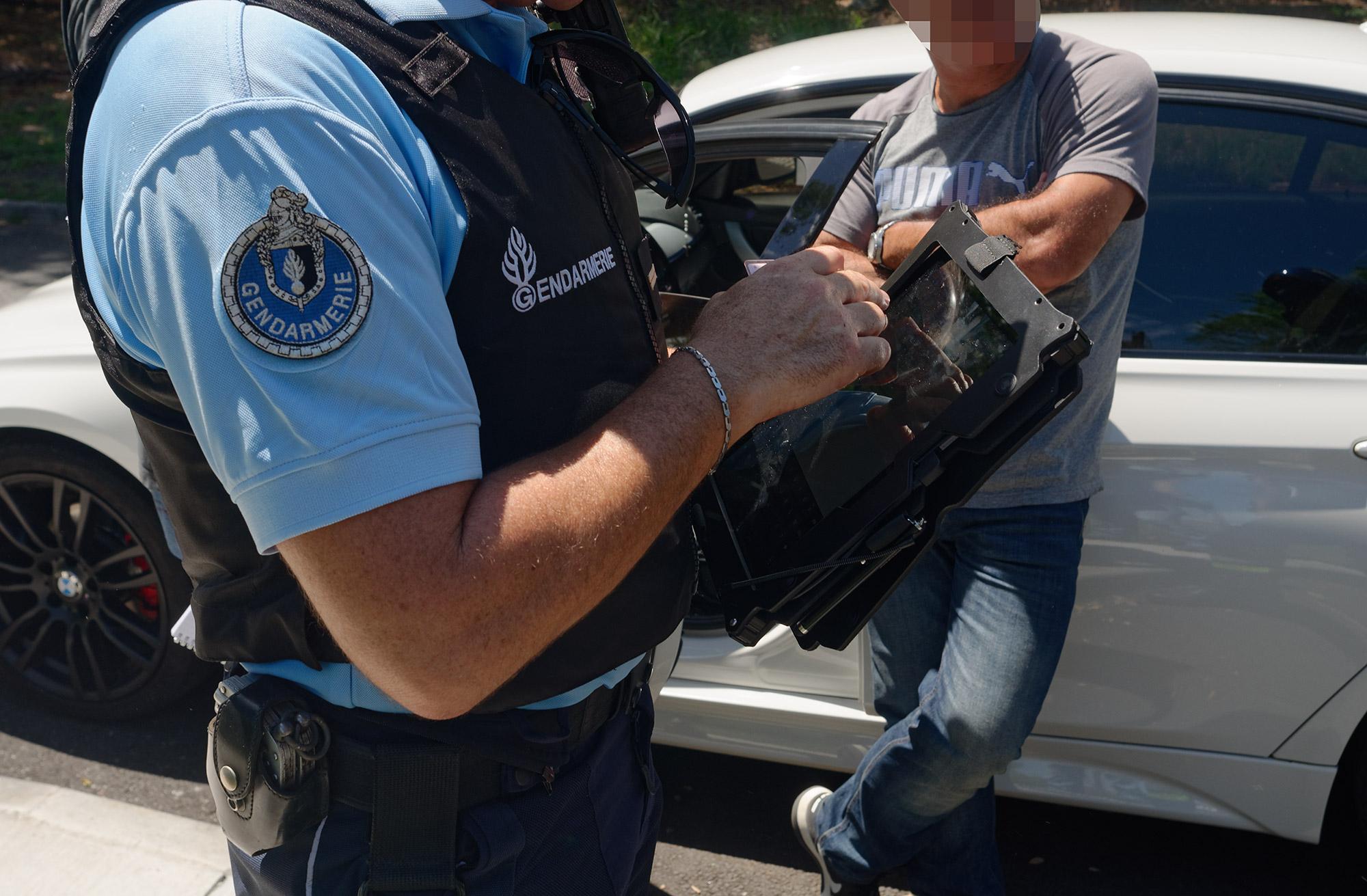 Port d'arme prohibé lors d'un contrôle routier © Valérie Koch - Tous droits réservés
