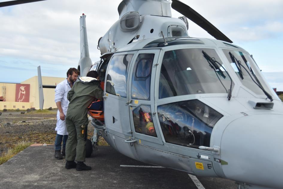 MEDEVAC à Crozet © Marine nationale