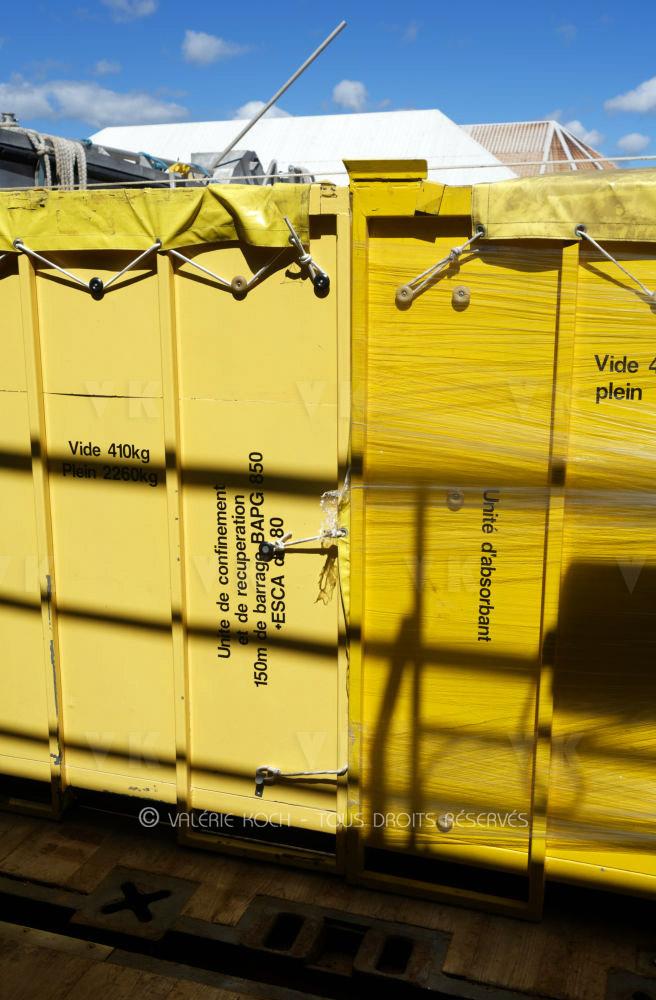 Envoi de matériel POLMAR à Maurice © Valérie Koch - Tous droits réservés