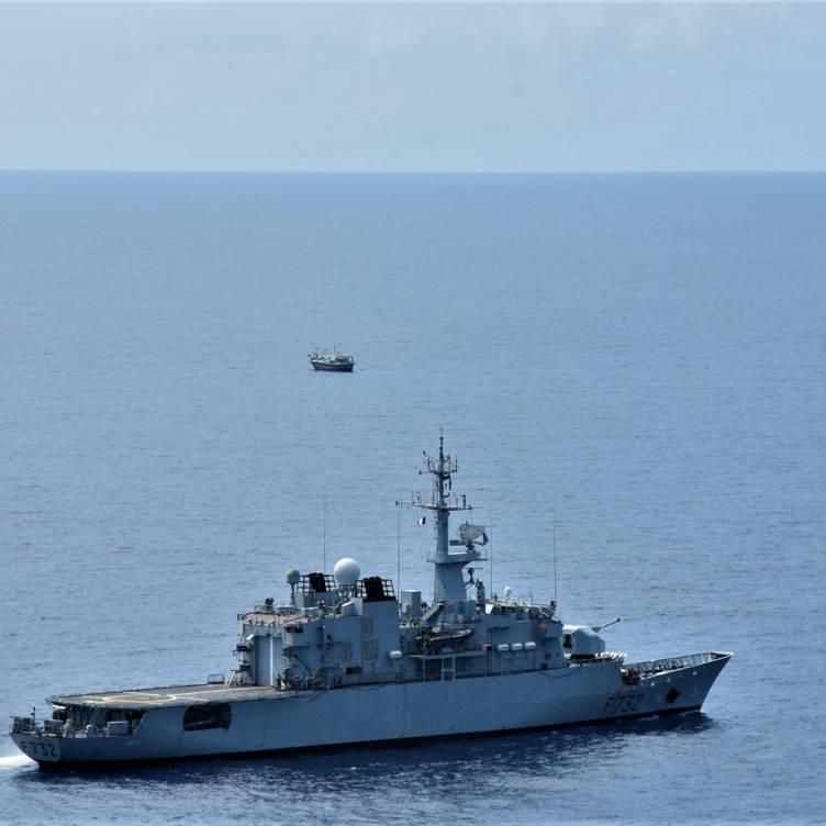 Le Nivôse saisit 444 kg de stupéfiants © Marine nationale/DET 36F
